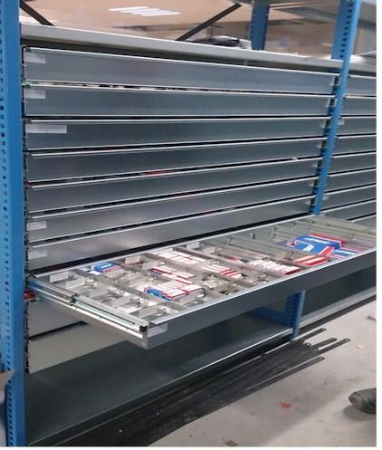 Stellingen met uitrekbare lades ladekast magazijnkast for Ladeblok garage