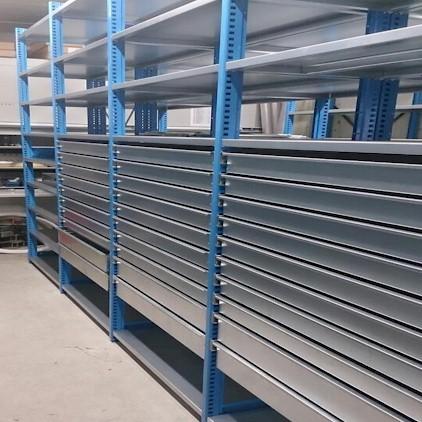 Stellingen met uitrekbare lades ladekast magazijnkast for Stalen ladenblok